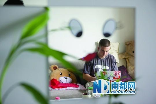 nandu0a working next to baby